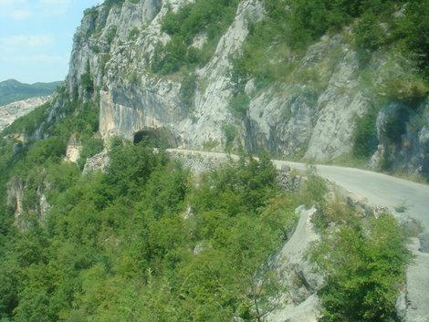 Узкие горные черногорские дорожки. Не для слабонервных.