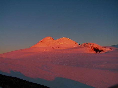 Вечер в базовом лагере. Вид на г.Казбек (5047м.) с базового лагеря на 4100
