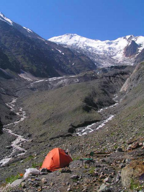 Лагерь у языка Майлинского ледника (2300м.)