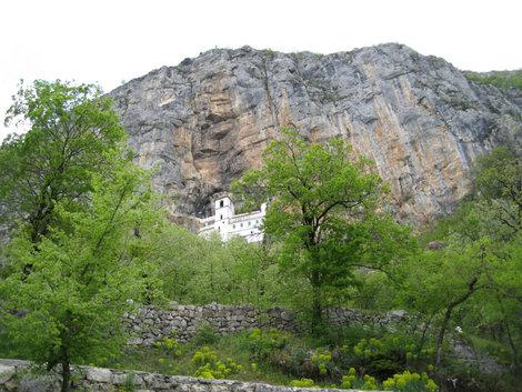 А вот и сам монастырь Острог