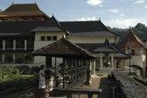 Расположенный в горном массиве на высоте 488 м. над уровнем моря, городок Канди очень живописен.