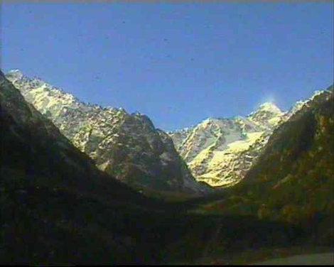 Вид на Цейское ущелье с дороги