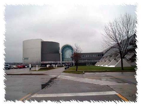 Открытка  с видом на главный вход в Музей воздушных сил США.