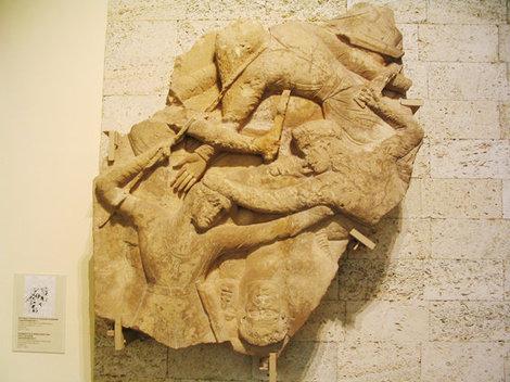 Фрагмент фриза в ГМИИ им. Пушкина в Москве со сценой сражения амазонок