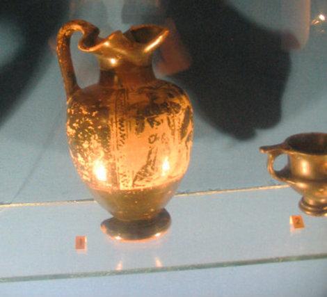 Ойнохоя — греческий сосуд для разлива вина