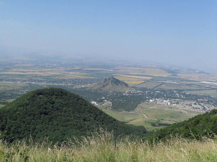 вид на одну из вершин Бештау и гору Шелудивая