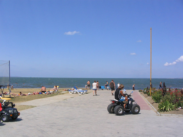 Керченский пролив. Вдали виднеется украинский берег