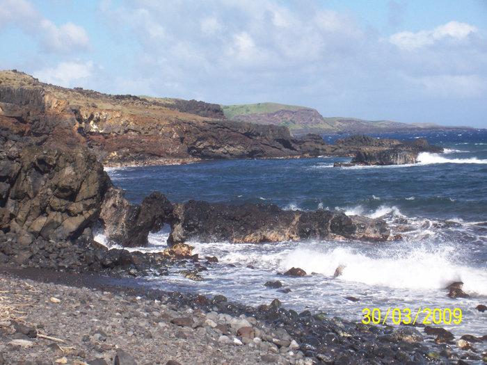 Камни из остывшей лавы