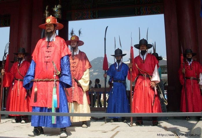 Смена караула у дворца в Сеуле