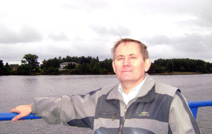 Слева по борту Юршинский остров — жемчужина Рыбинского моря.