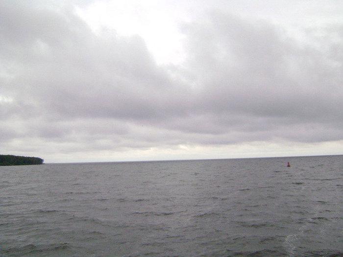 Из-за Юршинского острова на стрежень, на простор морской волны.