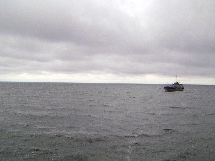 Раскинулось море широко.