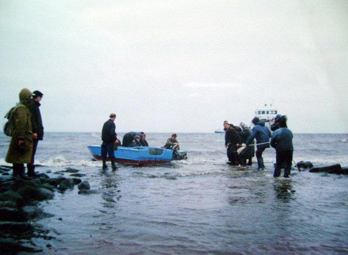 Октябрь 1999 года. Год был маловодным, и мологжанам удалось навестить Мологу.