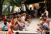 бандара — большой обед во время праздника Наваратри