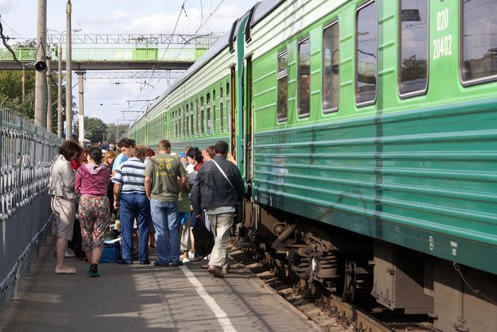 Возле вагона на промежуточной станции