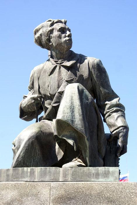 Фигура солдата у ног В.И. Ленина