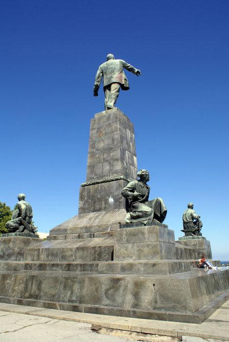 В.И. Ленин — вид сзади