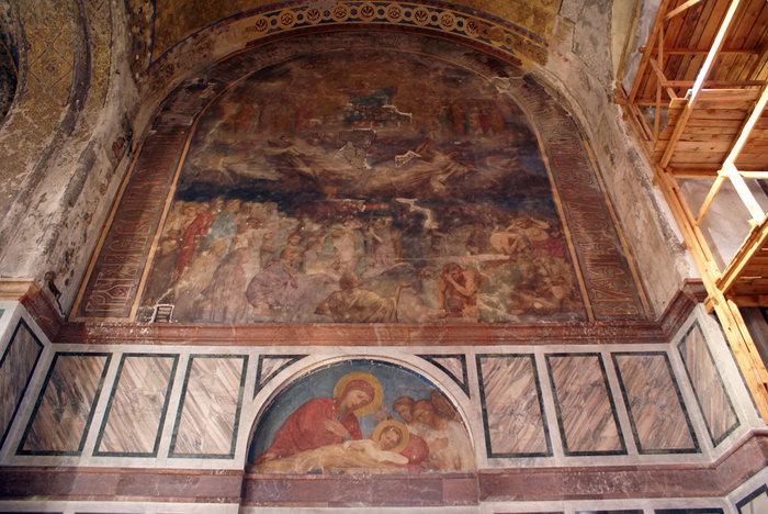 Фреска на стене Владимирского собора в Севастополе