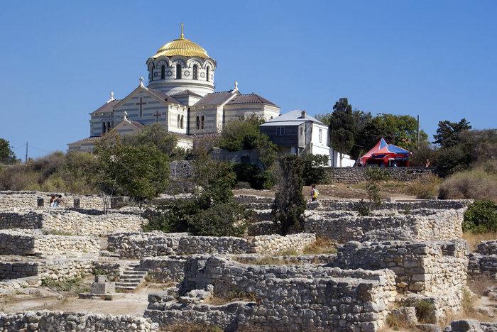 Владимирский собор и руины Херсонеса Таврического
