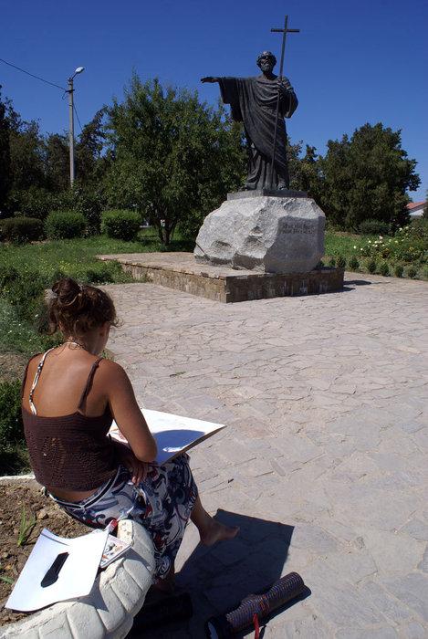 Художница и памятник Святому Андрею Первозванному