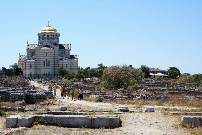 Туристы на руинах Херсонеса