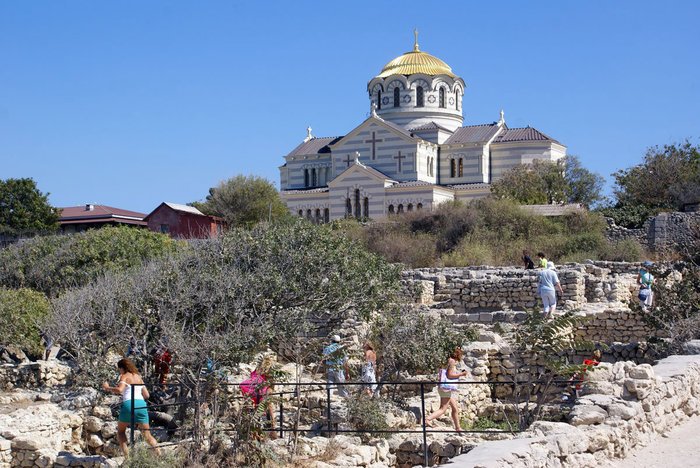 Руины Херсонеса и Владимирский собор