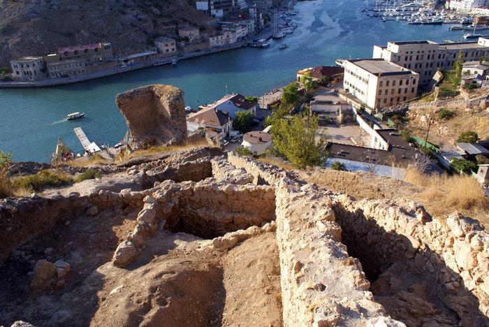 Руины крепости в Балаклаве