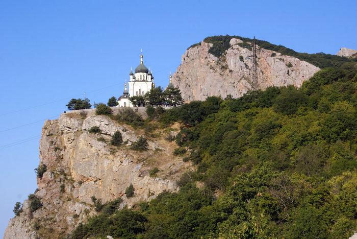 Форосская церковь на краю скалы