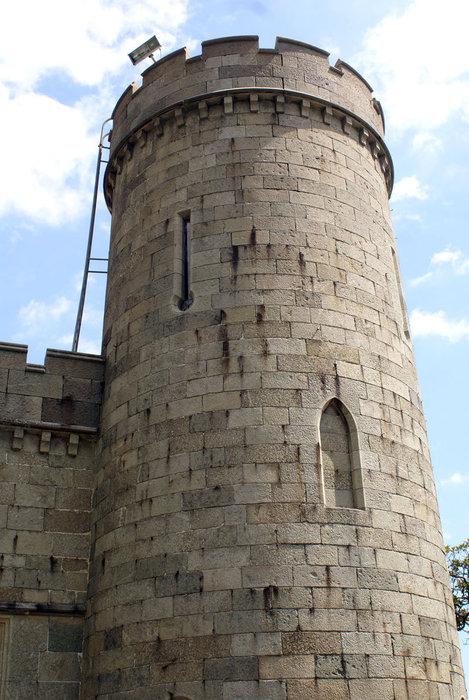 Чисто английская башня — на углу Воронцовского дворца в Алупке