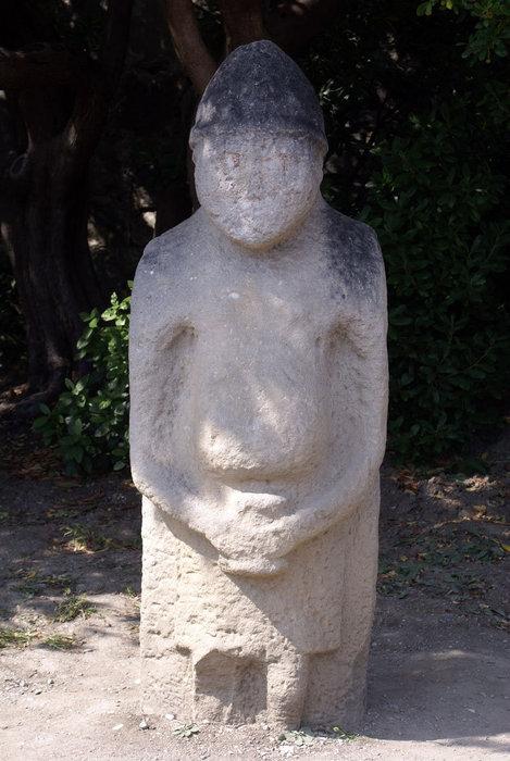 Идол в Воронцовском парке