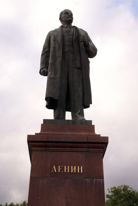 Памятник В.И. Ленину в Ялте