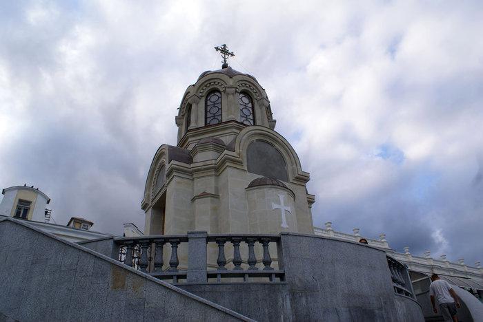 Мемориальная часовня на набережной Ялты