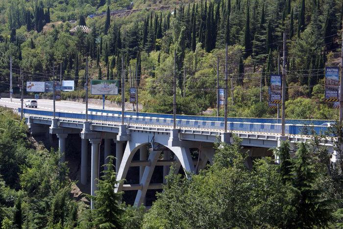 Автомобильный мост над Гурзуфом