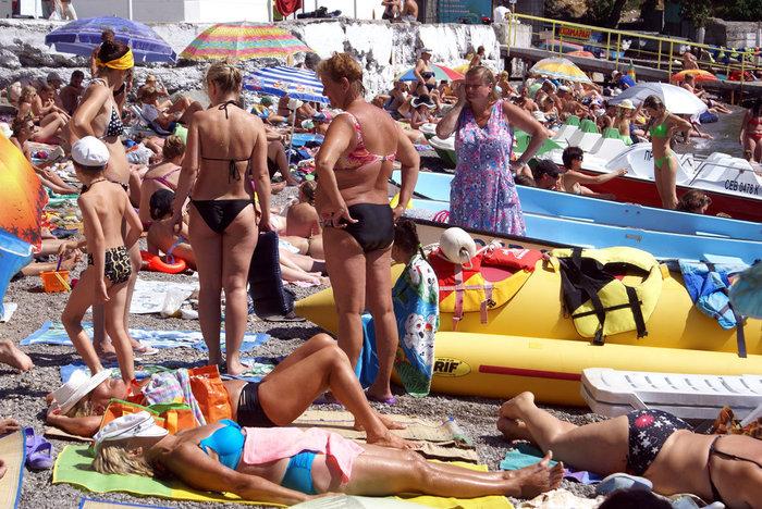 Популярный пляж в Гурзуфе