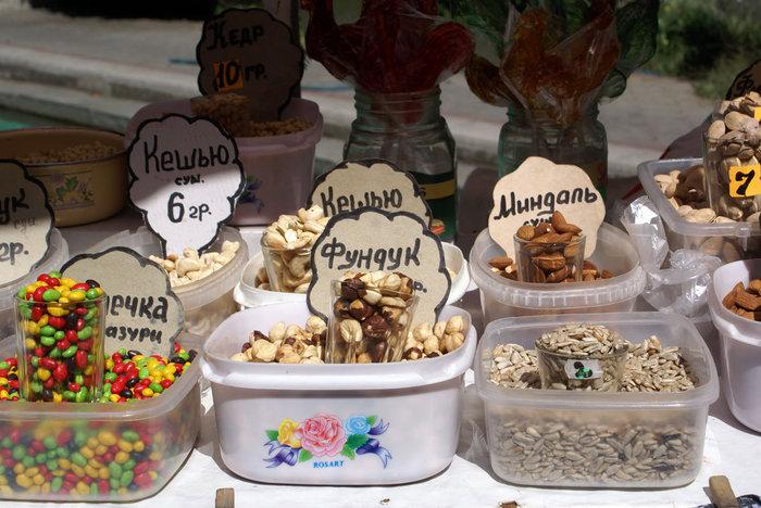 Орешки на рынке, Алушта