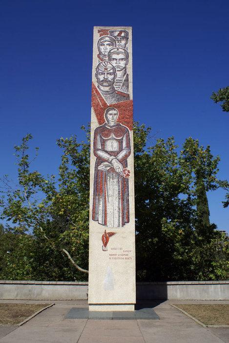Памятник героям революции, Алушта