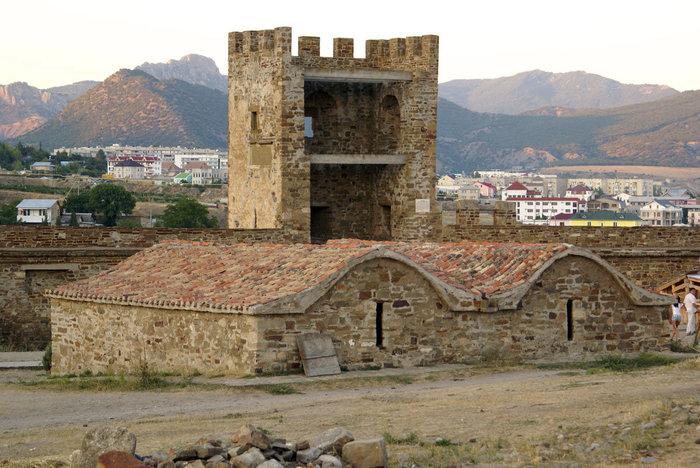 Склад и башня в Генуэзской крепости, Судак