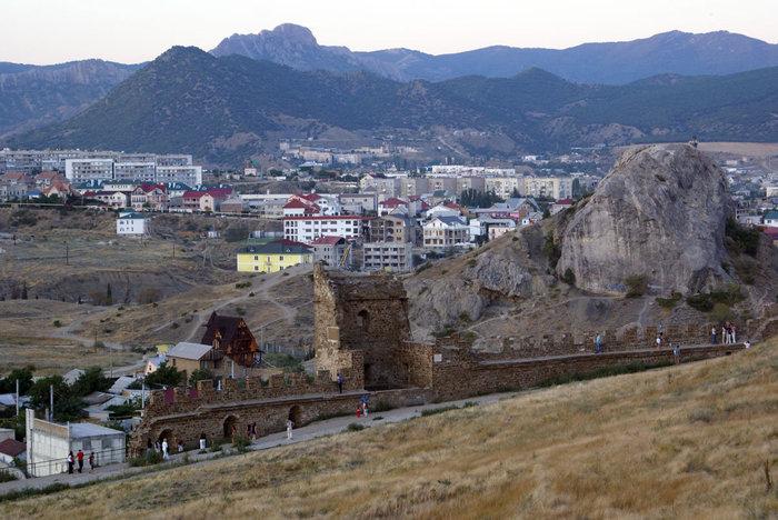Вид на Судак из Генуэзской крепости