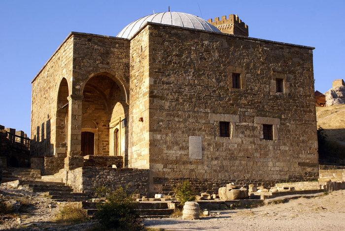 Храм-мечеть в Генуэзской крепости, Судак