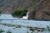 русло реки Ганги и ашрам Бабаджи