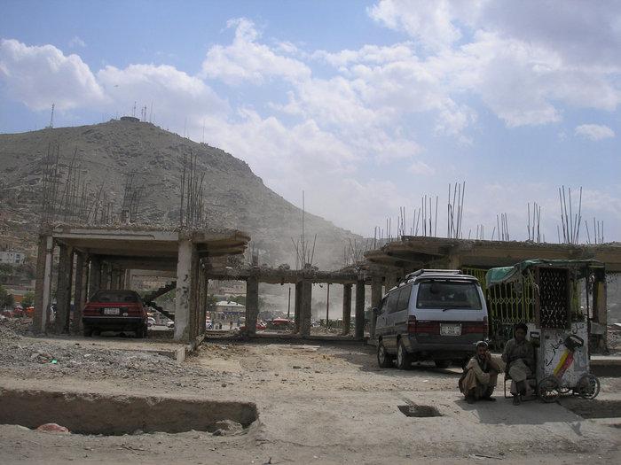 Руины после бомбежки американцами.