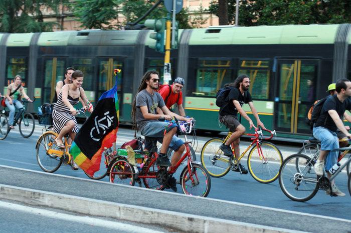 велоакция протеста против загрязнения окружающей среды автомобильным топливом