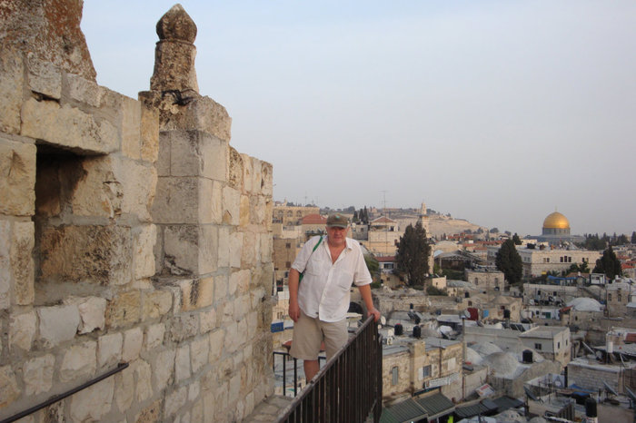 На городский стене,построенной Сулейманом Великолепным