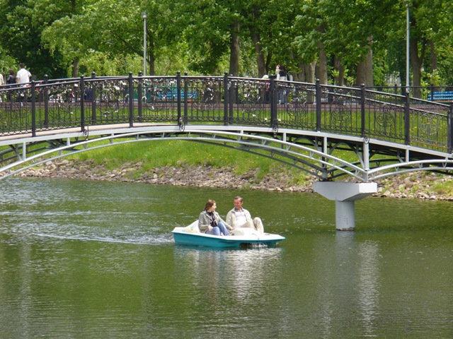 А вот и мост с замками