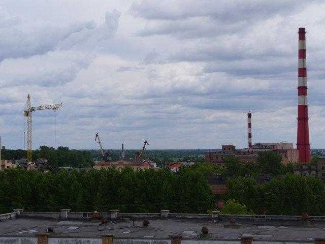 А вот собственно панорама – не, ну конечно что-то видно…обычный индустриальный пейзаж…