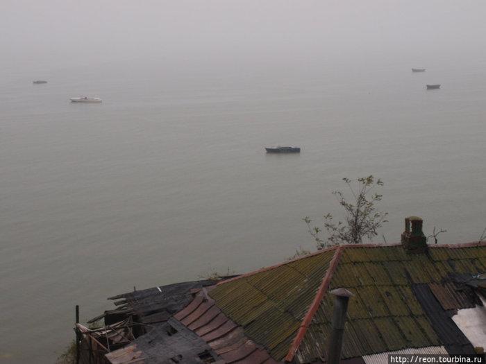 Бугудония. Рыбацкие лодки на Азовском море
