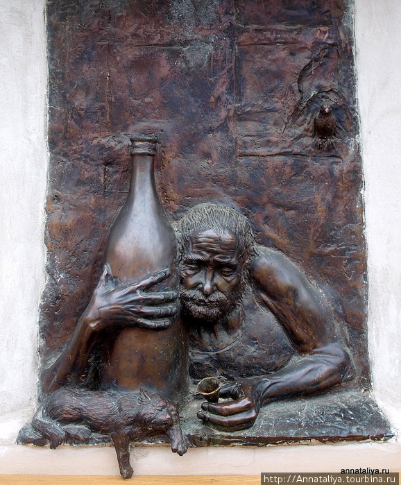 Скульптура пьяницы