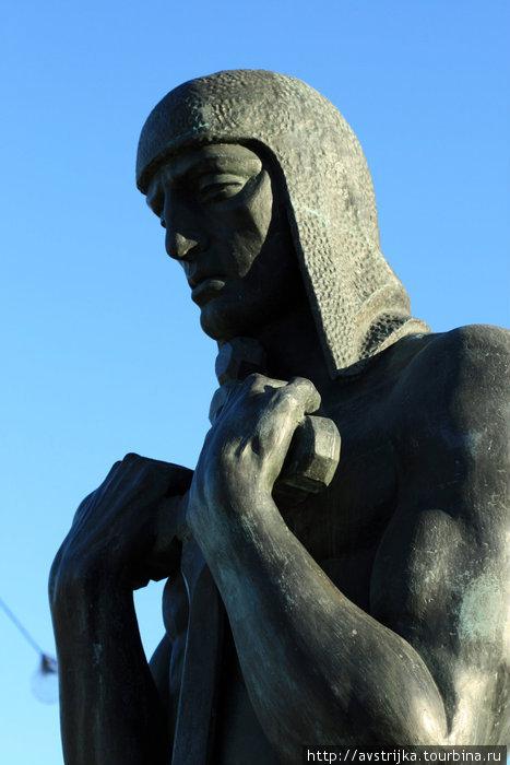 фрагмент монумента жертвам Гражданской войны
