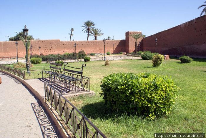 Парк за стеной медины в Марракеше