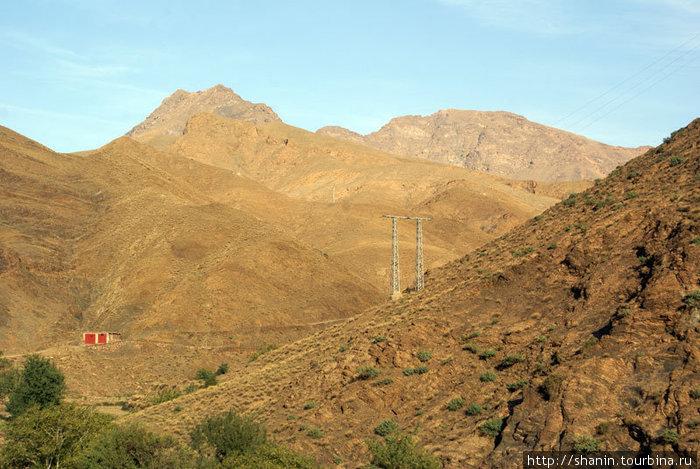 Перевал в Атласских горах, уже с восточной части хребта.